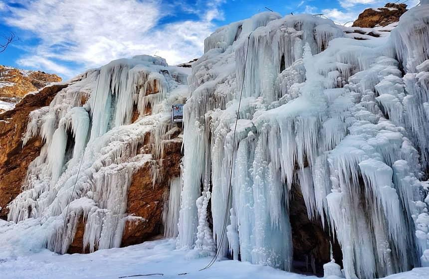 آبشار یخی